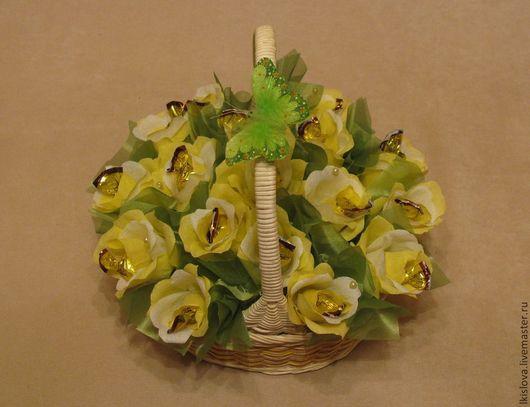 В данной работе 15 конфет (ананас в шоколаде),конфеты вынимаются без разрушения цветка и композиции.