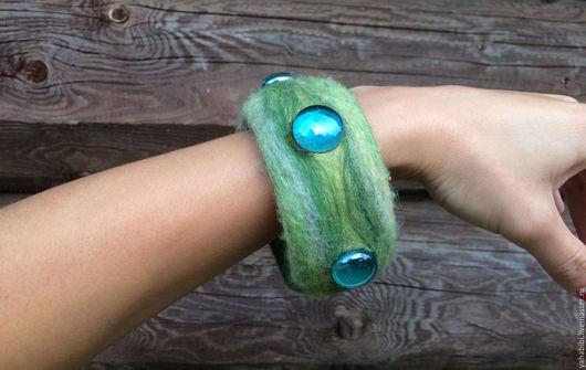 Браслеты ручной работы. Ярмарка Мастеров - ручная работа. Купить Валяный браслет зелёный меланж. Handmade. Зеленый, украшение из войлока