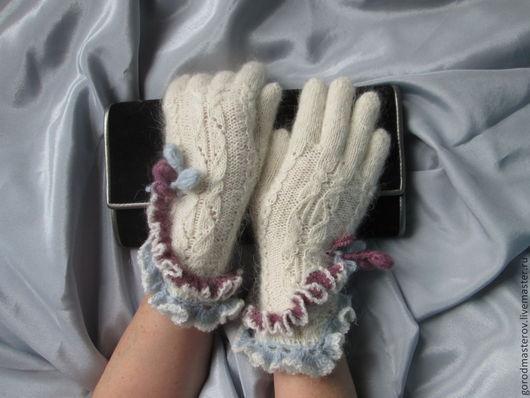 Варежки, митенки, перчатки ручной работы. Ярмарка Мастеров - ручная работа. Купить Перчатки с цветными оборками. Handmade. Белый