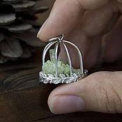 Украшения ручной работы. Ярмарка Мастеров - ручная работа Кристаллоклетка - кулон клетка с кристаллами везувиана. Handmade.