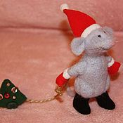 Куклы и игрушки ручной работы. Ярмарка Мастеров - ручная работа Новогодний мышонок с елочкой. Handmade.