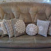 Для дома и интерьера ручной работы. Ярмарка Мастеров - ручная работа Декоративные подушки с отделкой кружевом и вышивкой. Handmade.