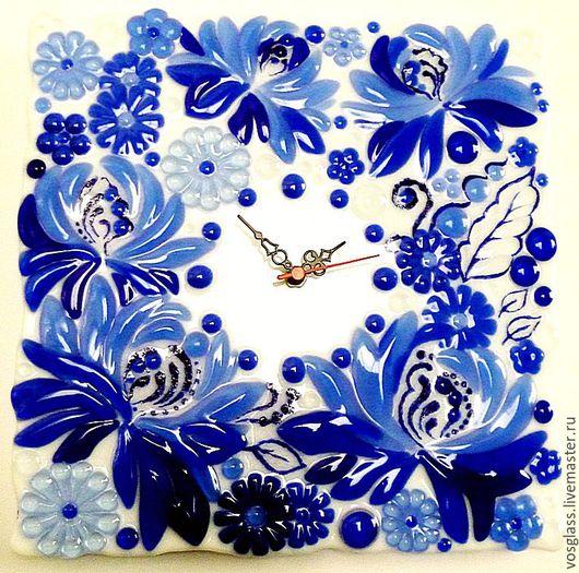 """Часы для дома ручной работы. Ярмарка Мастеров - ручная работа. Купить Стеклянные часы """"Кто ж не любит Гжель!"""", фьюзинг. Handmade."""