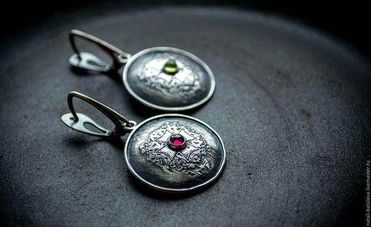 """Серьги ручной работы. Ярмарка Мастеров - ручная работа. Купить Серьги серебро """"Мальтийские"""": серебро, гранат, хризолит. Handmade."""