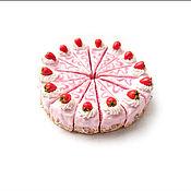 """Аксессуары ручной работы. Ярмарка Мастеров - ручная работа Брелок """"Клубничный торт"""". Handmade."""