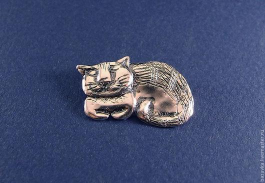 """Кулоны, подвески ручной работы. Ярмарка Мастеров - ручная работа. Купить Серебряная подвеска или брошь """"Спящий кот"""". Handmade."""