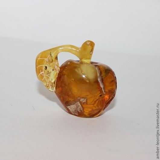 """Статуэтки ручной работы. Ярмарка Мастеров - ручная работа. Купить Фигурка """"Янтарное яблоко"""" из цельного куска янтаря. Handmade. Янтарь"""