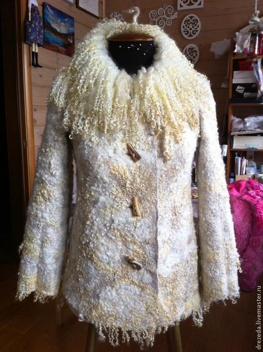 Верхняя одежда ручной работы. Ярмарка Мастеров - ручная работа. Купить пальто  короткое из флиса Венслидейла. Handmade. Золотой