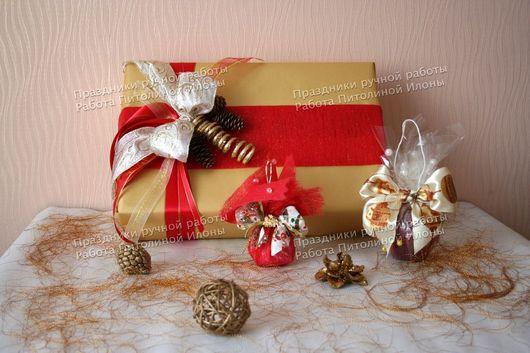 """Подарочная упаковка ручной работы. Ярмарка Мастеров - ручная работа. Купить Упаковка подарка """"Новый год в золотом и красном"""". Handmade."""
