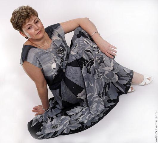 Платья ручной работы. Ярмарка Мастеров - ручная работа. Купить Шелковое платье Монохром-  батик, шелк,ручная роспись. Handmade.