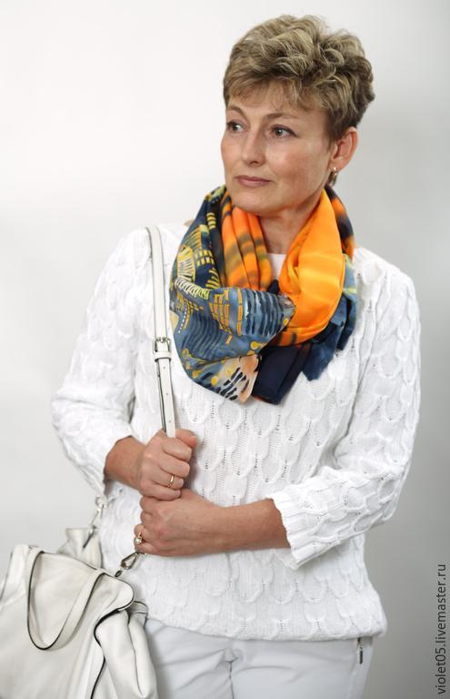 """Шарфы и шарфики ручной работы. Ярмарка Мастеров - ручная работа. Купить """"Неоновый город"""" батик шарф, натуральный шелк. Handmade."""