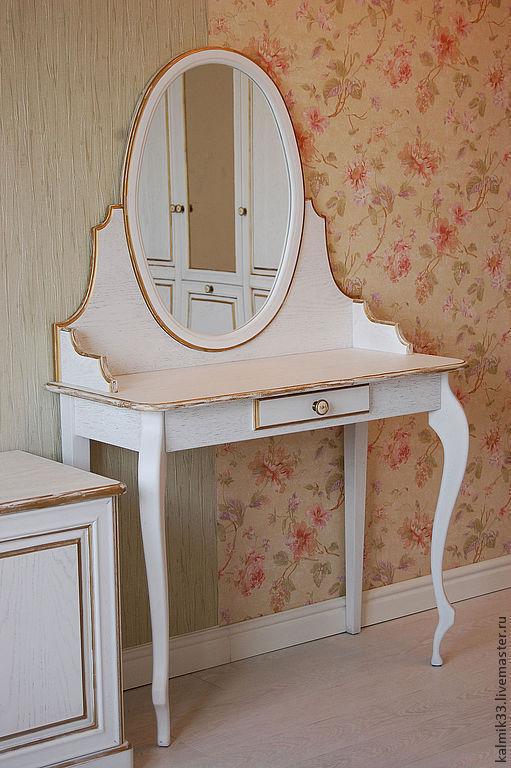 Трюмо с овальным зеркалом