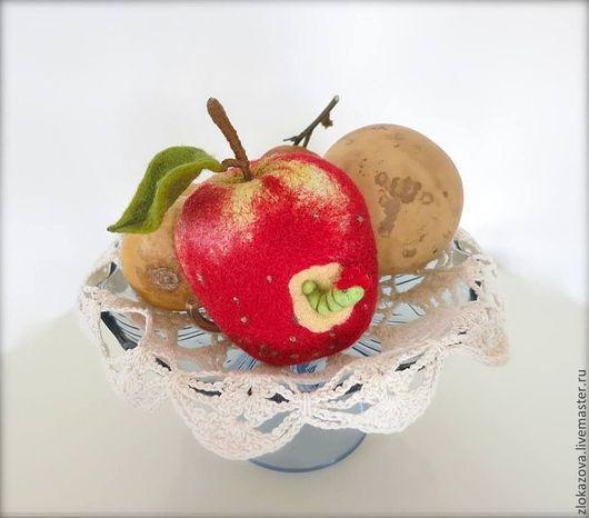 """Броши ручной работы. Ярмарка Мастеров - ручная работа. Купить брошь из шерсти """"Яблоко наливное"""". Handmade. Ярко-красный, яблоки"""