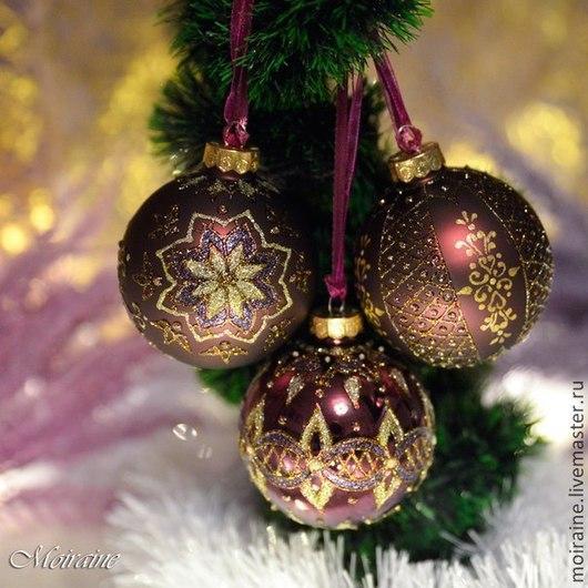 Стеклянные елочные шары с росписью витражными контурами и глиттерами