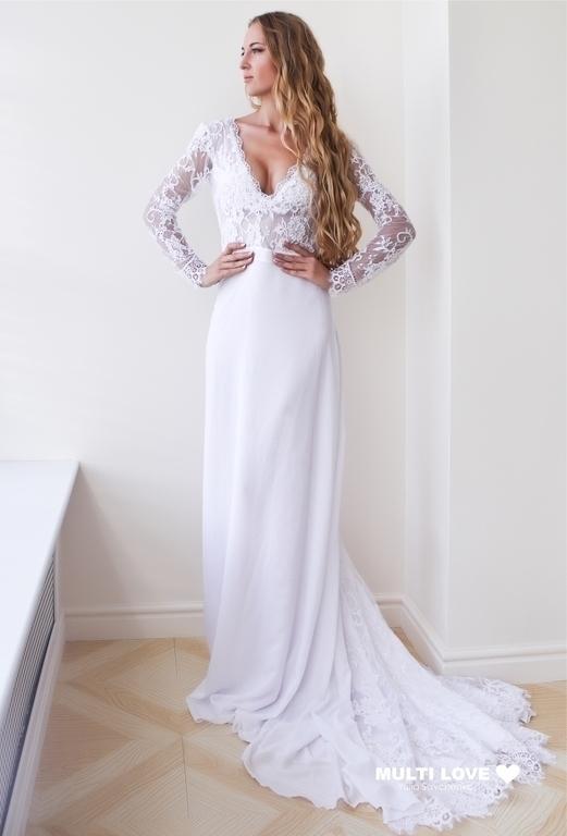 Платье свадебное Multi Love белого цвета, выполнено из итальянского кружева и крепдешина, платье на подкладочной ткани. Детали: приталенный крой, кружевной верх и рукава, открытая  спинка, расклешенная юбка со шлейфом. Возможен вариант без шлейфа