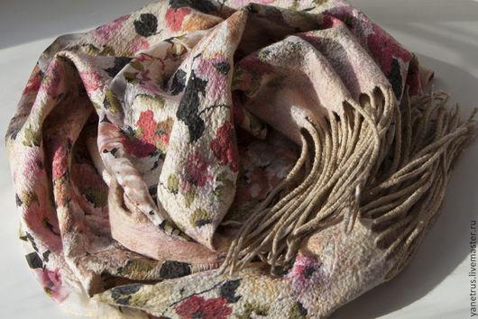 """Шарфы и шарфики ручной работы. Ярмарка Мастеров - ручная работа. Купить шарф палантин валяный на шелке """"античные розы"""". Handmade."""