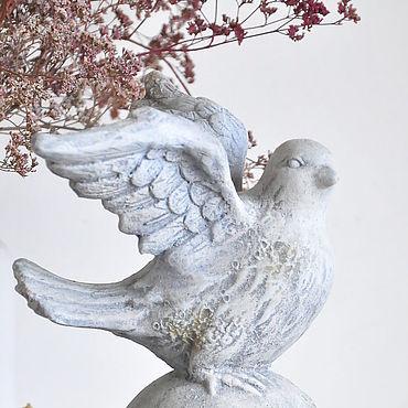 Для дома и интерьера ручной работы. Ярмарка Мастеров - ручная работа Голубь на колонне из бетона малый, статуэтка для дома и сада Винтаж. Handmade.