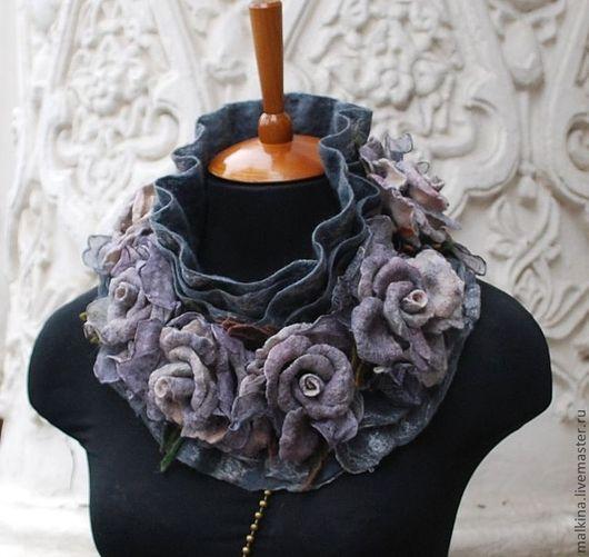 """Шали, палантины ручной работы. Ярмарка Мастеров - ручная работа. Купить Серый валяный шарф-воротник из войлока с цветами """"Туманный Лондон"""". Handmade."""