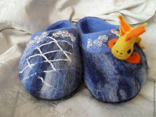 """Обувь ручной работы. Ярмарка Мастеров - ручная работа. Купить Войлочные тапочки """"Приплыла к нему рыбка, спросила..."""" Размер 36. Handmade."""