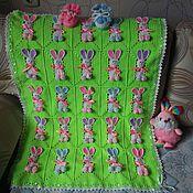 Работы для детей, ручной работы. Ярмарка Мастеров - ручная работа Вязаный комплект с зайчиками для новорожденного. Handmade.