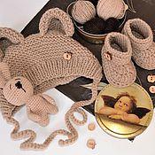Комплект для выписки ручной работы. Ярмарка Мастеров - ручная работа Шапочка с ушками и пинетки - комплект на выписку для новорожденного. Handmade.