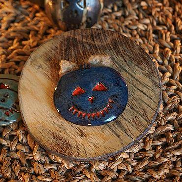 Сувениры и подарки ручной работы. Ярмарка Мастеров - ручная работа Магнитик ручной работы в форме тыквы,керамика. Handmade.