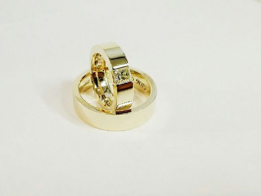 Кольца ручной работы. Ярмарка Мастеров - ручная работа. Купить Обручальные кольца с бриллиантом и гравировкой 1. Handmade. Обручальные кольца