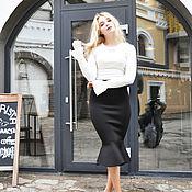 Одежда ручной работы. Ярмарка Мастеров - ручная работа Юбка-карандаш с воланом миди черная неопрен и молочная блузка. Handmade.