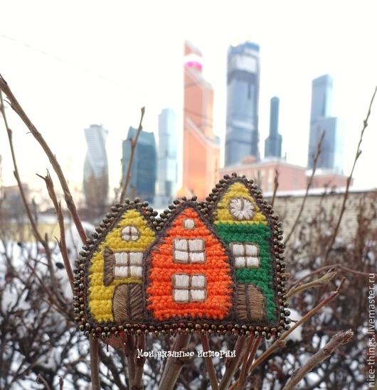 Броши ручной работы. Ярмарка Мастеров - ручная работа. Купить Брошь вязаная домик брошь вышитая Разноцветный Амстердам. Handmade.