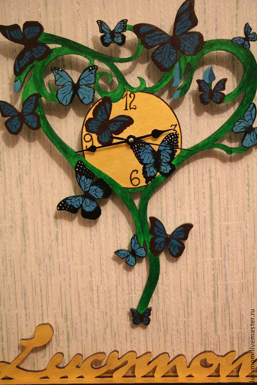 Часы `Бабочки` фото без вспышки