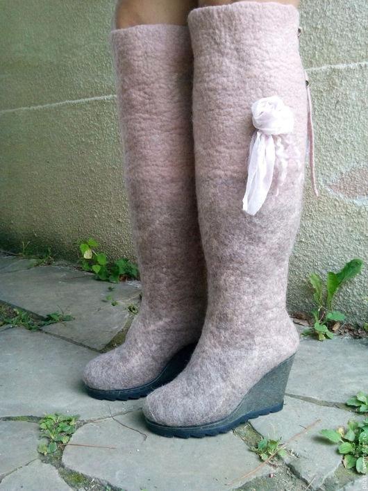 Обувь ручной работы. Ярмарка Мастеров - ручная работа. Купить Валенки-сапожки Черника со сливками-2. Handmade. Кремовый