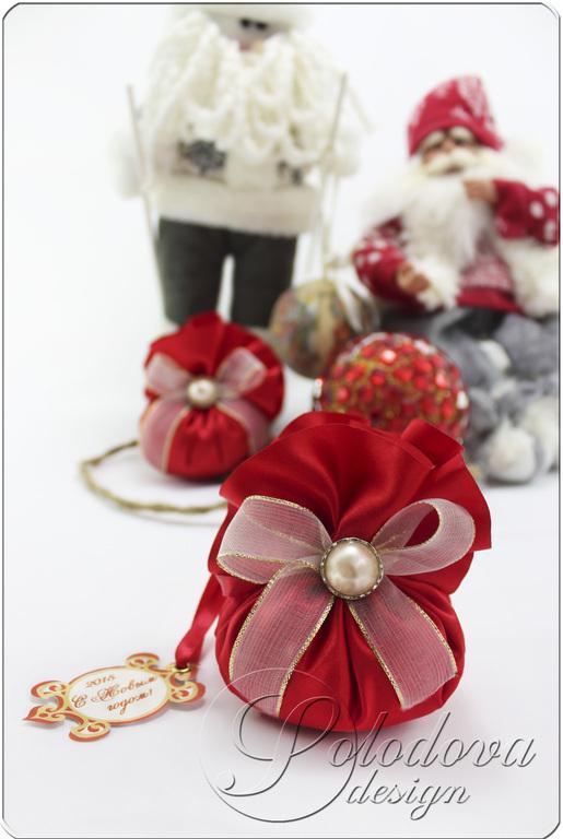 Новогодний подарок - ароматическое саше. Ароматическое саше – беспроигрышный вариант новогоднего подарка, ведь тактильные ощущения и запахи запоминаются прочнее всего, а вещица, не имеющая никакого утилитарного применения, никого ни к чему не обязывает.