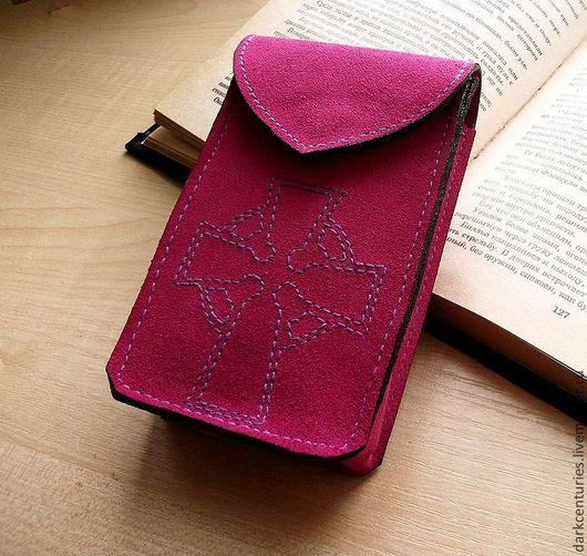 Гадания ручной работы. Ярмарка Мастеров - ручная работа. Купить Футляр для Таро из пурпурной замши с кельтским крестом. Handmade. Фуксия