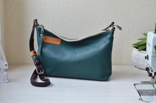 Кожаная сумка на плечо, кожаная наплечная темно-зеленая сумка, Ирина Болдина, кожаная ярко-зеленая сумка через плечо.