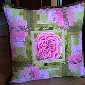 Для дома и интерьера ручной работы. Ярмарка Мастеров - ручная работа Лоскутная подушка для подружки. Handmade.
