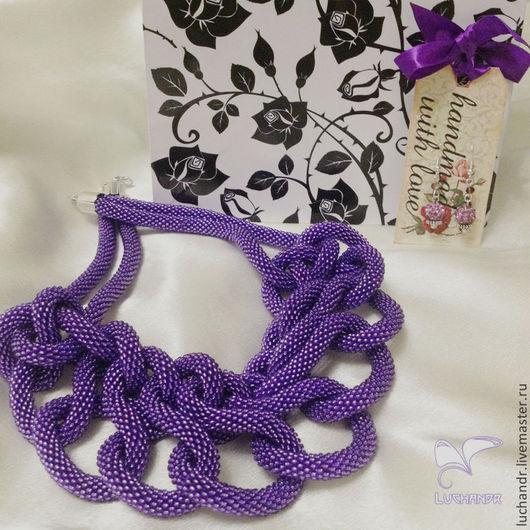 Купить Фиолетовая бесконечность - крупное колье из узлов и переплетений, колье из бисерного жгута, колье из бисера, массивное колье из бисера, стильное украшение. Магазин Украшений Лозбенева Юлия