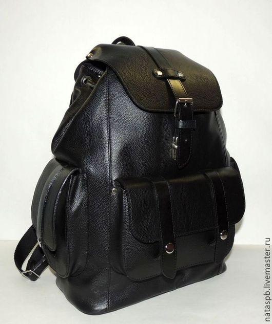Рюкзак вместителен, функционален. Подходит он как мужчине, так и женщине.   Этот аксессуар будет долго служить Вам и оправдывать свое название, так как, в переводе с японского, самурай происходит от г
