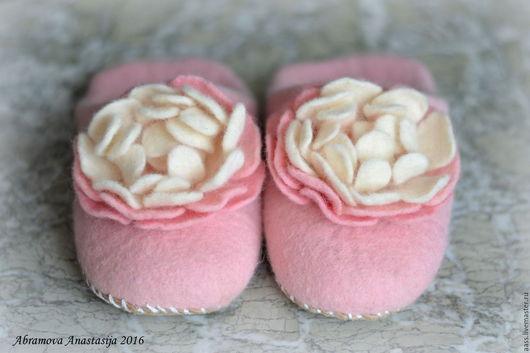 """Обувь ручной работы. Ярмарка Мастеров - ручная работа. Купить Валяные тапочки шлепки """"Розовый вечер"""". Handmade. Бледно-розовый"""