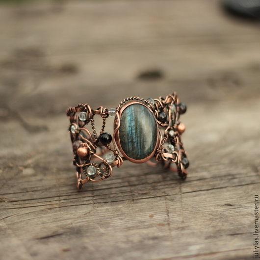 Браслет медный `Темный лес` с камнями,  украшение ручной работы