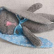 """Кукольная еда ручной работы. Ярмарка Мастеров - ручная работа Игрушка сплюшка """"Спящий зайка"""" голубой. Handmade."""