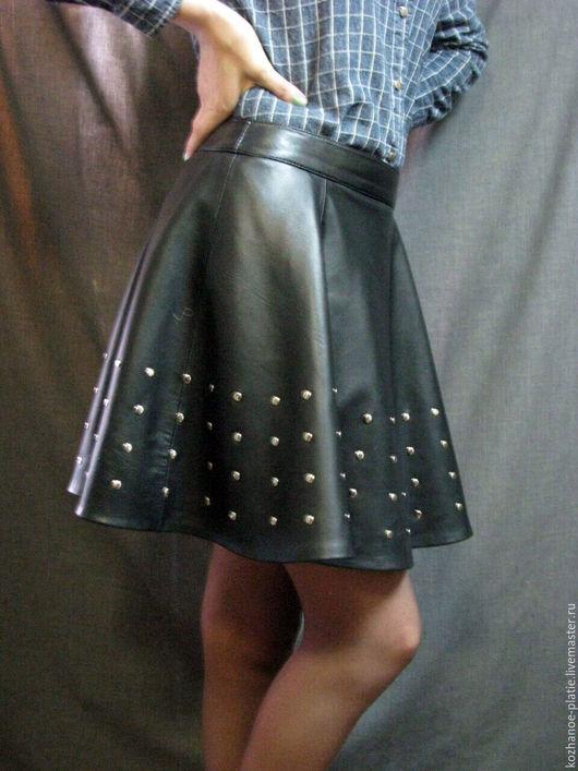 Юбки ручной работы. Ярмарка Мастеров - ручная работа. Купить Кожаная юбка полусолнце с  клёпками. Handmade. Черный, металл