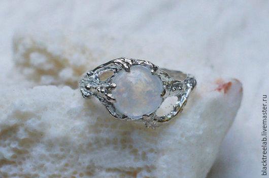 """Кольца ручной работы. Ярмарка Мастеров - ручная работа. Купить Серебряное кольцо с лунным камнем """"Ариэль"""", кольцо с лунным камнем. Handmade."""