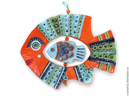Подвески ручной работы. Ярмарка Мастеров - ручная работа Керамическое панно ручной работы Ярко оранжевая рыба. Handmade.