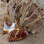 Украшения ручной работы. Ярмарка Мастеров - ручная работа Фарфоровые бусы с коричневой рыбкой. Handmade.