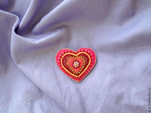 Броши ручной работы. Ярмарка Мастеров - ручная работа. Купить Сердце на счастье. Handmade. Коралловый, алый, для любимой, валентинка