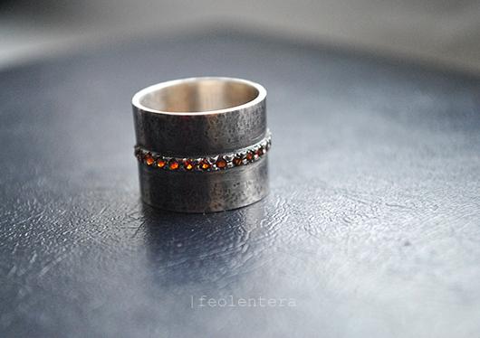 Кольца ручной работы. Ярмарка Мастеров - ручная работа. Купить Bandouliere - широкое кольцо с гранатами (серебро 925). Handmade. серебряный