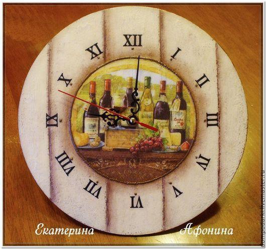 """Часы для дома ручной работы. Ярмарка Мастеров - ручная работа. Купить Настенные часы """"Любимый погребок"""". Handmade. Бежевый"""