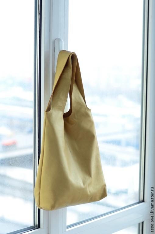 Женские сумки ручной работы. Ярмарка Мастеров - ручная работа. Купить Сумка-майка, кожаная с подкладкой, небольшая. Handmade. Золотой