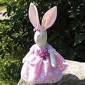 Куклы и игрушки ручной работы. Ярмарка Мастеров - ручная работа Зайчишка в розовом платье. Handmade.