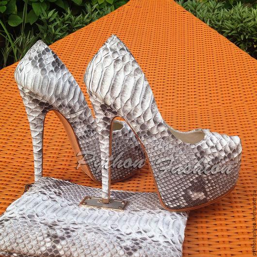 Туфли из кожи питона. Дизайнерские туфли из кожи питона. Вечерние туфли из питона. Женские туфли на высоком каблуке. Модные туфли на шпильке.  Лабутены из питона. Весенние туфли из кожи питона. Весна.